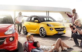 2013 Adam Opel amarillo y rojo wallpapers and stock photos