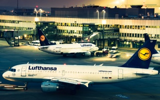 Lufthansa Airplanes wallpapers and stock photos