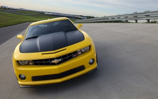 2013 Chevrolet Camaro 1LE Yellow Motion Front wallpapers and stock photos