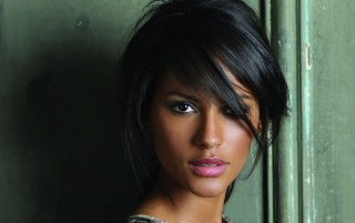 Random: Emanuela de Paula Close-up