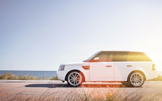 Random: White Range Rover Sea Side