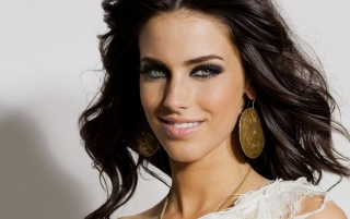 Random: Jessica Lowndes Close-up