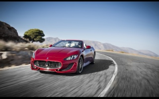 2013 Maserati GranCabrio Sport Motion vorne wallpapers and stock photos
