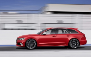 Random: Audi RS6 Avant Side Motion