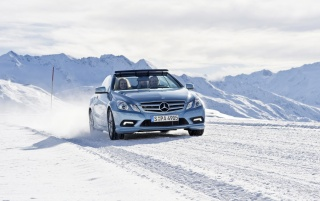 Random: Light Blue Mercedes-Benz E-Classe Cabriolet in Winter