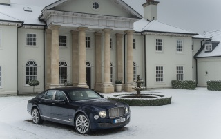 2013 Bentley Mulsanne Static Side Angle wallpapers and stock photos