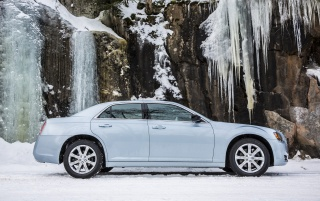 2013 Chrysler 300 Glacier Static Side wallpapers and stock photos