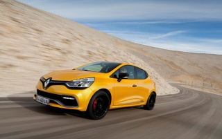 2013 Renault Clio RS 200 EDC Motion Side Angle wallpapers and stock photos