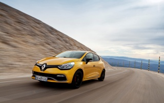 2013 Renault Clio RS 200 EDC Motion Front Angle wallpapers and stock photos