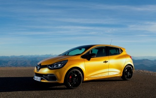 Random: 2013 Renault Clio RS 200 EDC Side Static