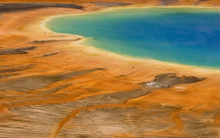Yellowstone National Park en primavera wallpapers and stock photos
