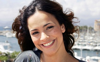 Next: Alice Braga Smiling