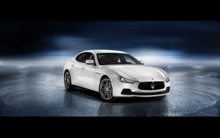 2013 Maserati Ghibli Static Front Winkel wallpapers and stock photos
