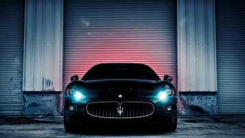Schwarz Maserati GranTurismo Scheinwerfer wallpapers and stock photos