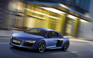 2013 Audi R8 V10 plus Sepang Blue Pearl Effect Side Angle wallpapers and stock photos