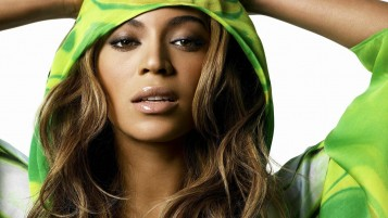 Random: Beyonce Knowles Close-up