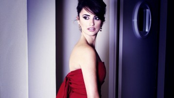 Penélope Cruz en Red Dress wallpapers and stock photos