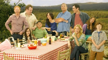 Modern Family Cast wallpapers and stock photos