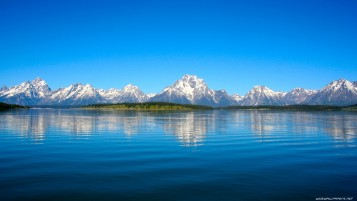 Clear Blue Sky Lake & Mountain wallpapers and stock photos
