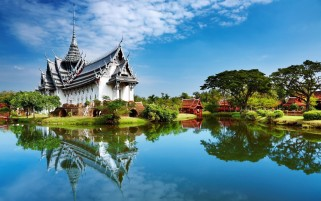 Temple Scenic & Lake Thailand wallpapers and stock photos