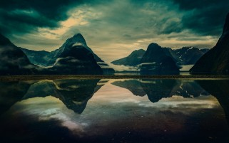 Montañas Lago Reflect wallpapers and stock photos