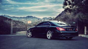 Mercedes-Benz CLS550 wallpapers and stock photos