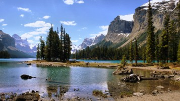 Beautiful Lake Mountains wallpapers and stock photos