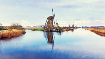 Pittoresque Dutch Windmills wallpapers and stock photos