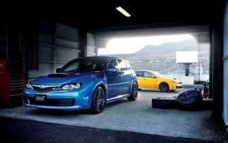 Blau und Gelb Subaru WRX STI wallpapers and stock photos