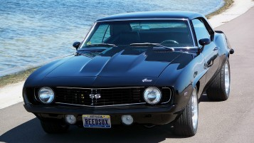 Vintage schwarze Chevrolet Camaro SS wallpapers and stock photos