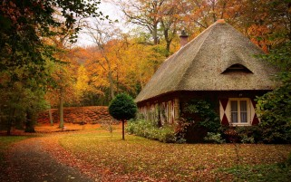 Landhaus im Herbst wallpapers and stock photos
