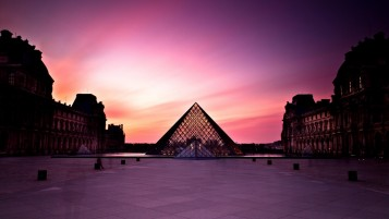 Pyramide du Louvre wallpapers and stock photos