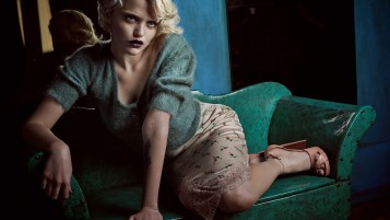 Sky Ferreira Minunat Pose wallpapers and stock photos