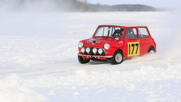 Mini Nieve Race wallpapers and stock photos