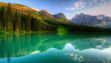 Yoho Lake Canada wallpapers and stock photos