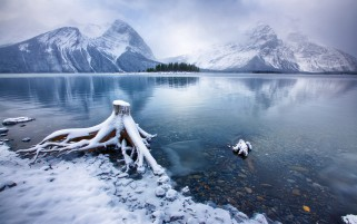 Kananaskis Lake Alberta Canada wallpapers and stock photos
