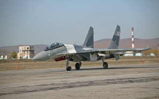 Random: SU-35 Fighter On Track