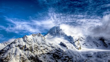 Cielo despejado Snowy Mountains wallpapers and stock photos