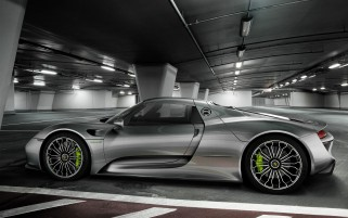 Grau Porsche 918 Spyder wallpapers and stock photos
