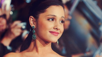 Ariana Grande Red Carpet Primer plano wallpapers and stock photos