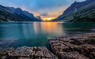 Saint Mary Lake Usa wallpapers and stock photos