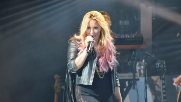 Demi Lovato Performing wallpapers and stock photos