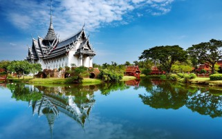 Temple Lake Scenery Thailand wallpapers and stock photos