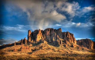 Desert Mountain Plante Cloud wallpapers and stock photos