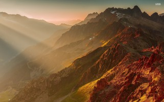 Hermosa Cobre Alpes franceses wallpapers and stock photos