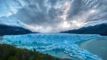 Huge Glaciar wallpapers and stock photos
