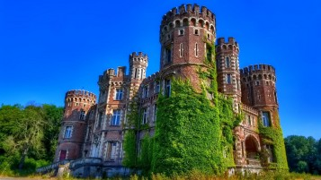 Wonderful Old Castle & Ivy wallpapers and stock photos