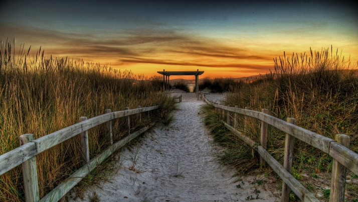 Valla Camino de Sandy Hierba Sunset wallpapers and stock photos