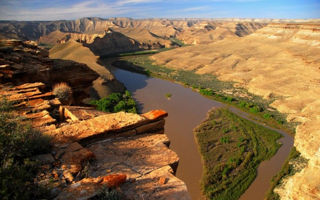 High Cliff River Scenic Canyon wallpapers and stock photos