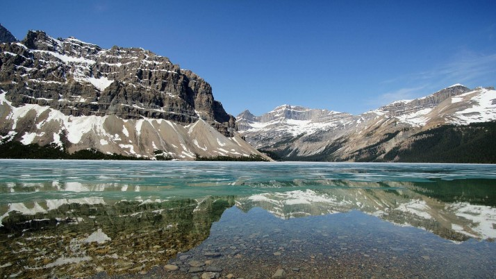 Nice Bow Lake Alberta Canada wallpapers and stock photos